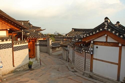 หมู่บ้านบุกชอนฮันอ๊ก (Bukchon Hanok Village)