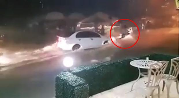 คลิปพลเมืองดีช่วยรถถูกน้ำซัดที่พัทยา