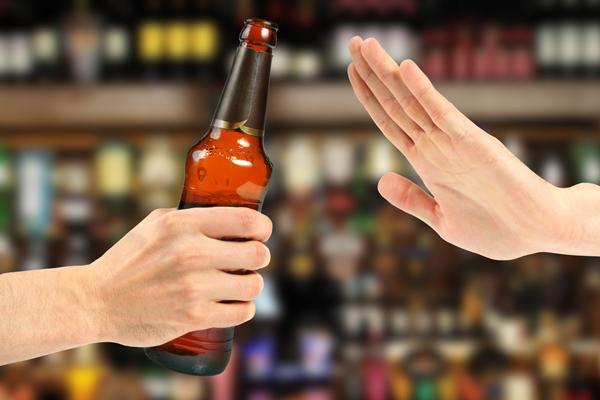 4 วิธีเลิกเหล้า ตัวช่วยหยุดเมาของนักดื่มกลับใจ