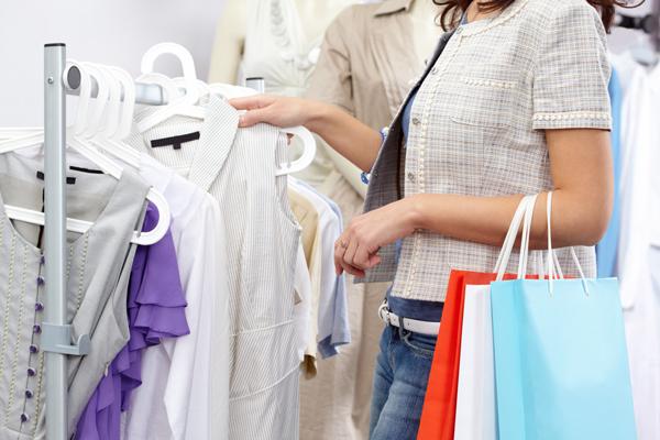 ช้อปคืนภาษี หนุนห้างค้าปลีกสุดคึกคัก-ยอดขายพุ่ง คนแห่ช้อปส่งท้ายปี 2558