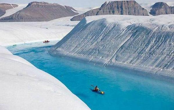 พาเที่ยวแม่น้ำสีฟ้าสดใส