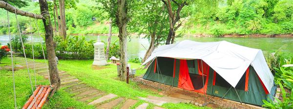 10 ที่พักสไตล์แคมปิ้ง ท่ามกลางขุนเขา แม่น้ำ และม่านหมอก