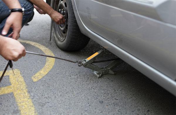 อุปกรณ์ฉุกเฉินติดรถยนต์