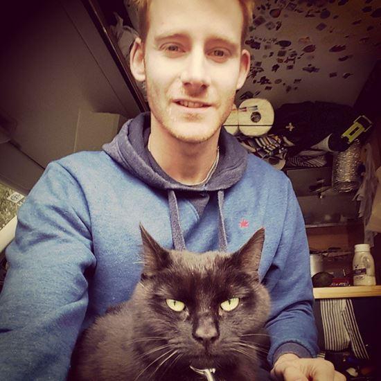 มนุษย์เงินเดือนลาออกจากงานออกเที่ยวกับแมว
