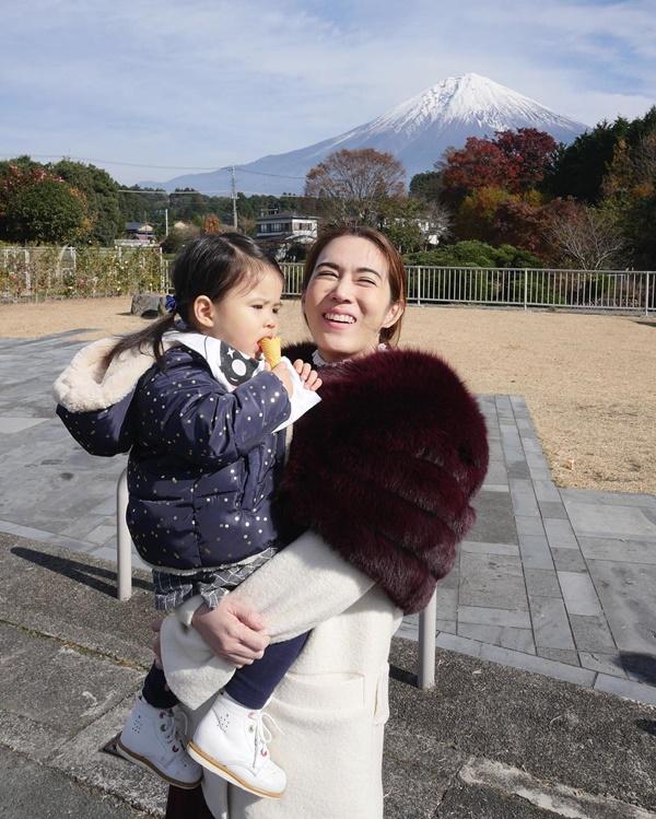 พ่อหนุ่ม แม่เมย์ พา น้องมายู เที่ยวญี่ปุ่น