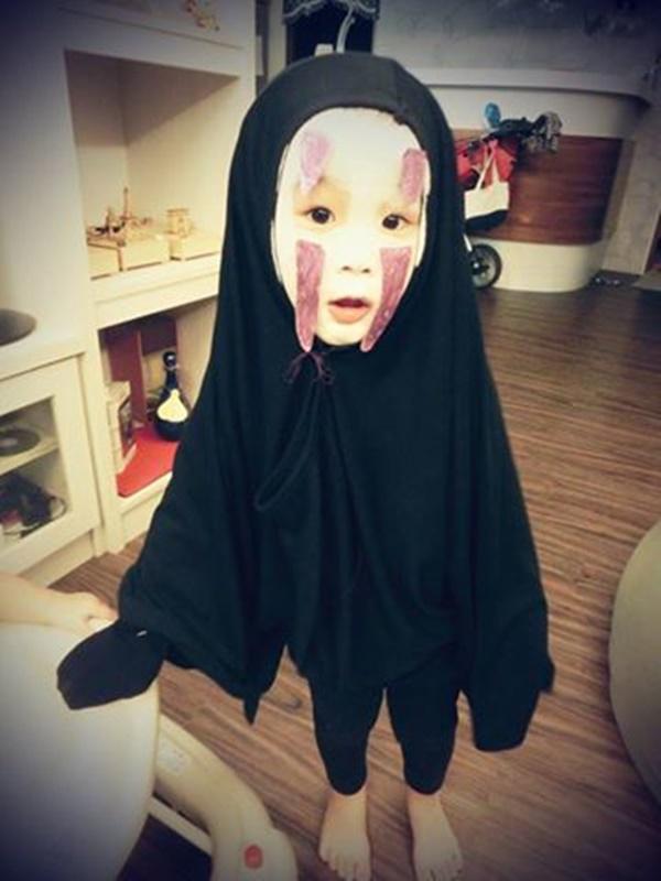 เหมิงเหมิง หนูน้อยในชุดฮาโลวีนคนดัง