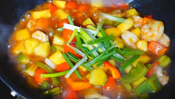ผัดเปรี้ยวหวานกุ้ง