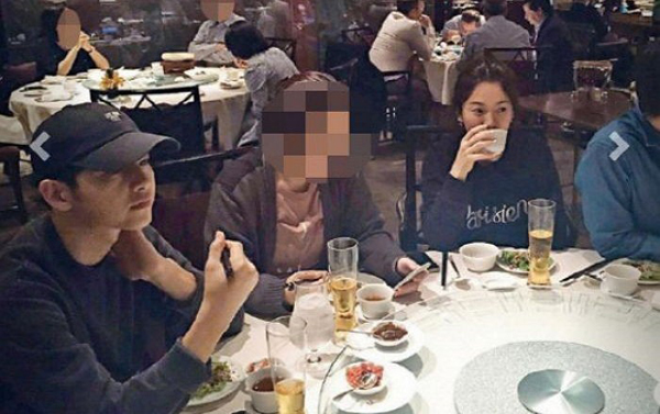 ปาปารัสซีแอบถ่ายภาพ ซงจุงกิ ซองเฮเคียว ในร้านอาหาร