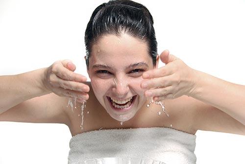 วิธีล้างเครื่องสำอางกันน้ำ