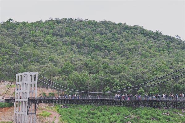 สะพานแขวน เขื่อนแม่กวง