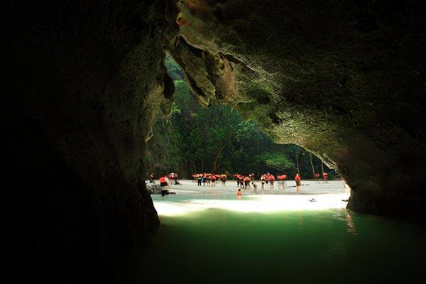 สถานที่ท่องเที่ยวถ้ำมรกต