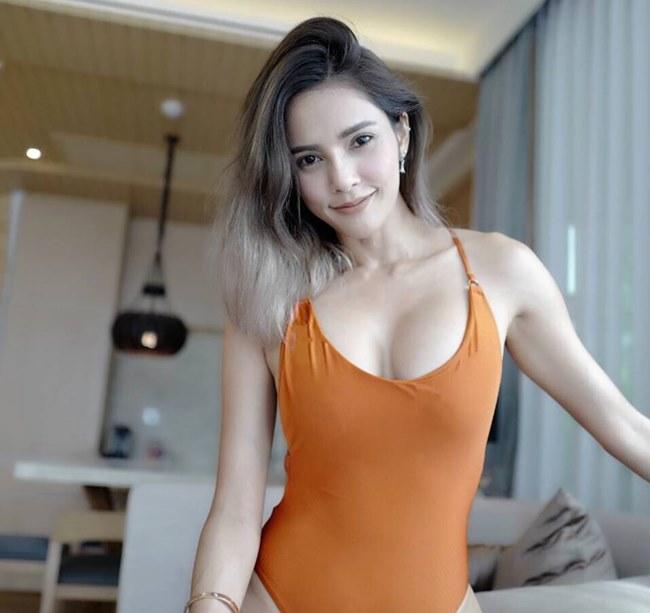 ดาราหญิงชุดว่ายน้ำ