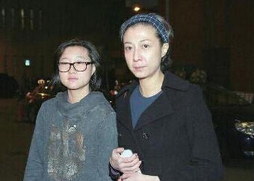 เอ็ตต้า อู๋ ลูกสาวเฉินหลง อัปคลิปวอนคนช่วย หลังทนเป็นคนไร้บ้านมาหลายเดือน