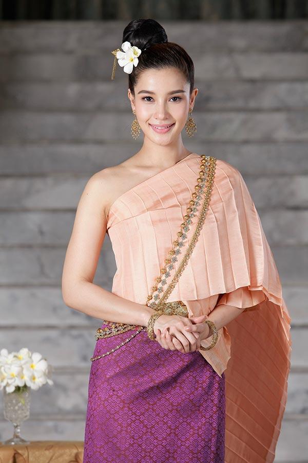 ดาราแต่งชุดไทย