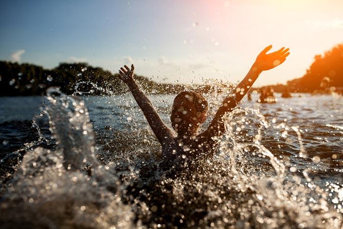 วิธีเอาตัวรอดจากเหตุเรือล่ม และการจมน้ำ ช่วยเหลือตัวเองยามคับขัน