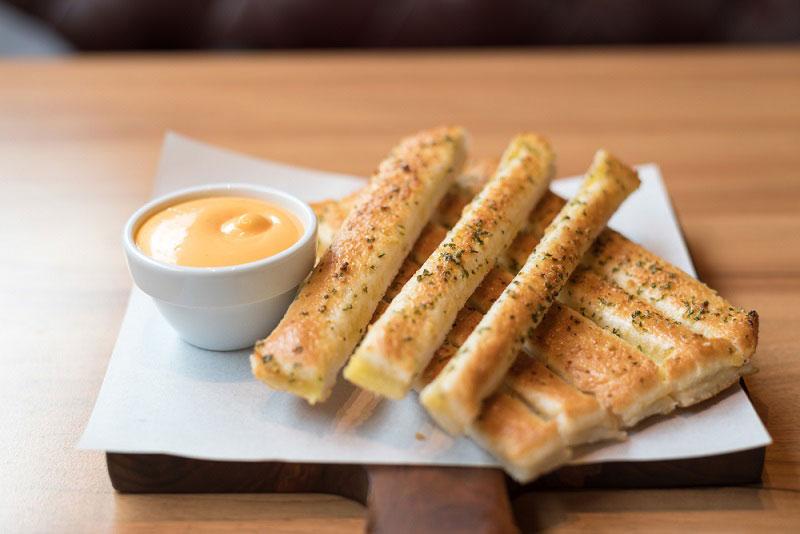 8 วิธีทำขนมปังกรอบ ทั้งอบและทอดอร่อยเพลินปาก