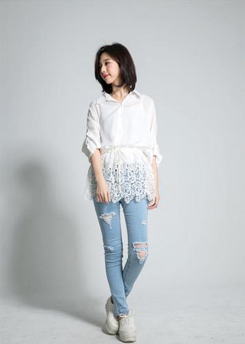 เสื้อลูกไม้สีขาว