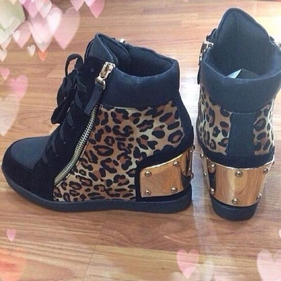 รองเท้าผ้าใบผู้หญิงลายเสือดาว
