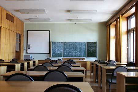 ผู้ปกครองเด็กสาธิตจุฬาฯ แห่จองคิวข้ามคืน หวังให้ลูกได้เรียนภาษา