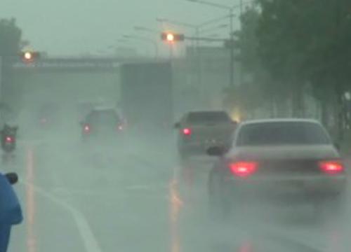 อุตุฯ เตือนภาคอีสาน รับมือพายุฝนฟ้าคะนอง