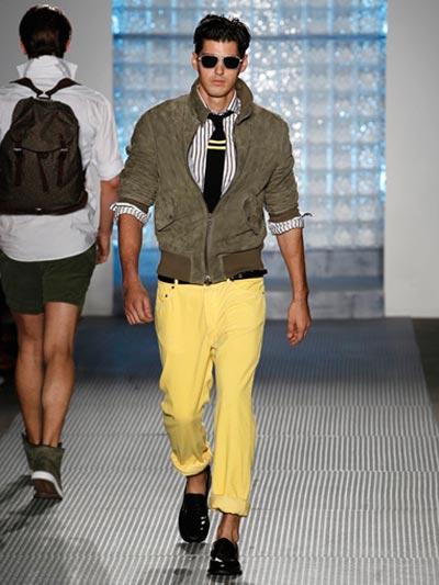 เทคนิคการใส่กางเกงชิโน่หลากสีให้ดูดีมีสไตล์