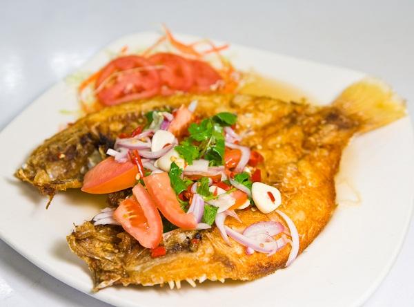ปลากระพงทอดน้ำปลา อาหารไทยสุดอร่อย ใครว่าทำยาก