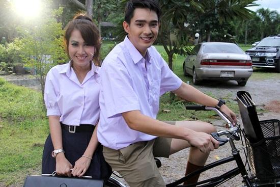 วิรดา วงศ์เทวัญ อาร์สยาม ส่ง MV ใหม่ล่าสุด รอเพราะรัก