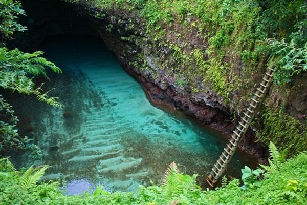 สระว่ายน้ำกลางแจ้งที่ซามัว ความลงตัวที่ธรรมชาติสร้าง