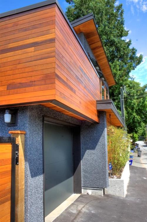 บ้าน 2 ชั้นติดถนน สวยเท่ ๆ แบบกึ่งปูน กึ่งไม้