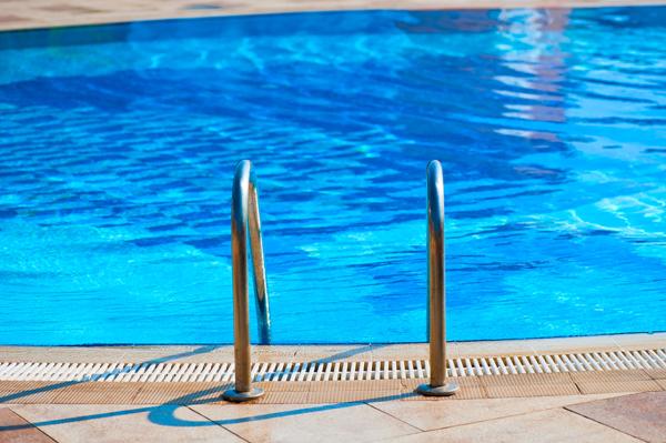 9 เคล็ดลับดูแลสระว่ายน้ำให้น่าใช้ตลอดเวลา