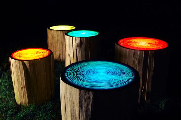 แต่งสวนให้น่ารักสุด ๆ ด้วยตอไม้เรืองแสงสีสดใส