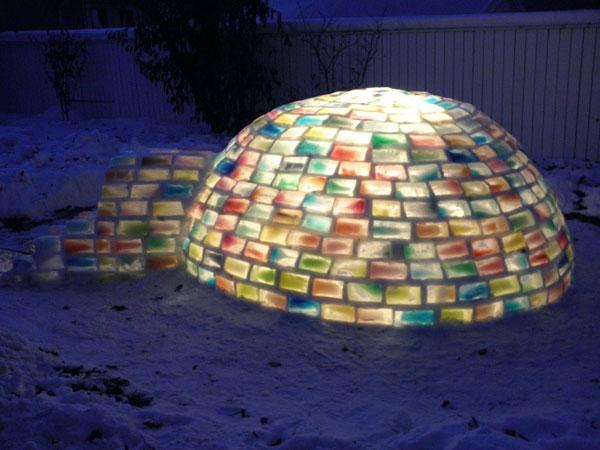 น่ารัก! บ้านเอสกิโมสีรุ้ง ท่ามกลางความหนาวเหน็บ