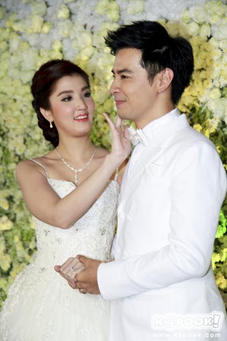 งานแต่งงานออย ธนา