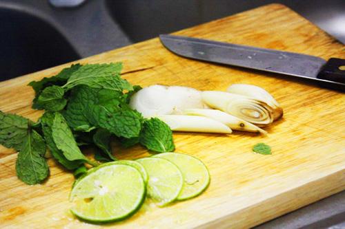 ปลาหมึก-กุ้งนึ่งมะนาว