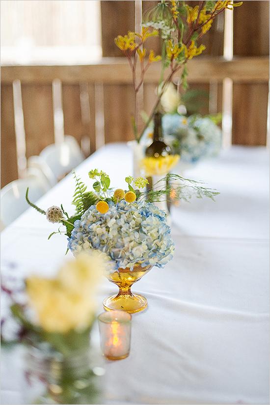 ดอกไม้ประดับบนโต๊ะอาหาร