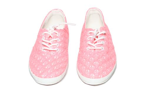 รองเท้าสีชมพู