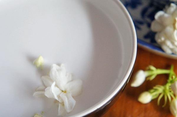 ทับทิมกรอบ มรกตกรอบ อัญมณีแห่งขนมไทย สีแสบเว่อร์