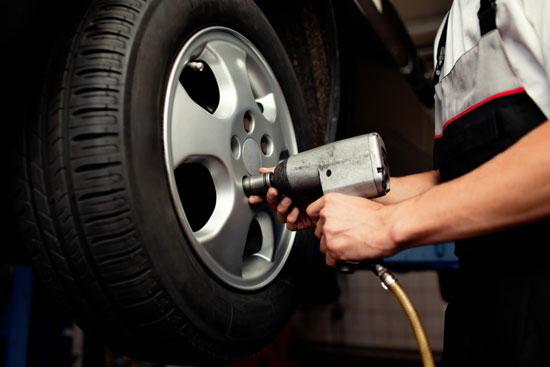 เปลี่ยนยางรถยนต์ เมื่อไหร่ดี วิธีเช็กยางเสื่อมสภาพ