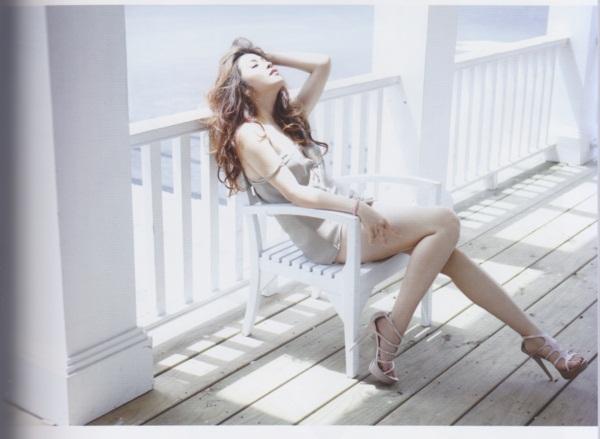 เชียร์-ฑิฆัมพร เปลี่ยนลุคสาวห้าวมาโชว์เซ็กซี่เบา ๆ ใน Mix Magazine