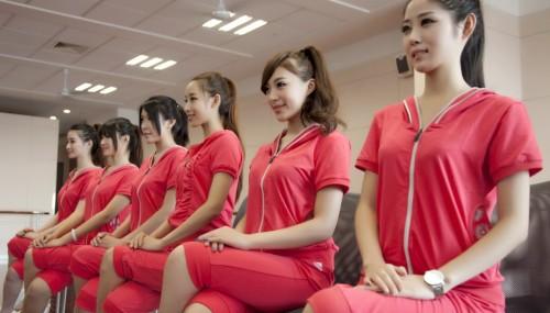 ชมสาวจีนสุดสะบึม! เข้าคอร์สฝึกเข้มเป็นพริตตี้