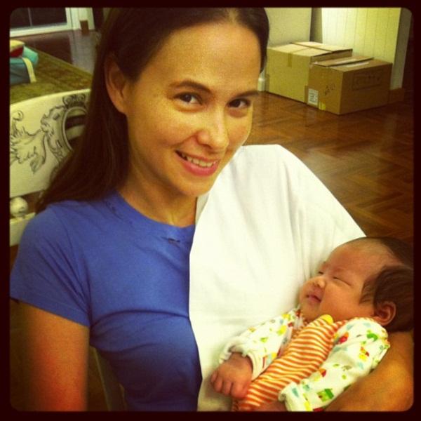 น่ารักอ่ะ! น้องนาวา ลูกสาวอ้อม พิยดา ในวัย 2 เดือน